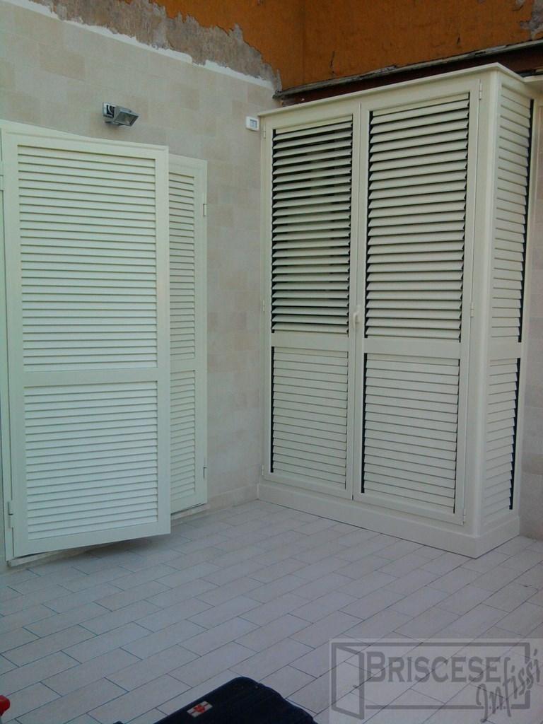 Casa immobiliare accessori armadi in ferro da esterno - Mobili a persiana ...