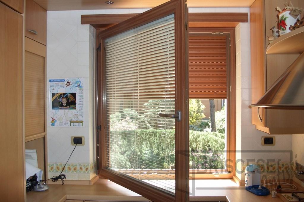 Veneziane finestre top tende veneziane itzala with - Tende veneziane legno ikea ...